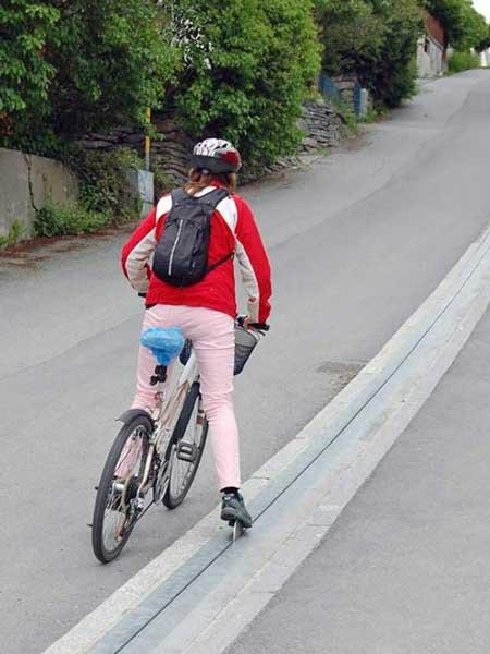 ریل های برقی برای دوچرخه سواران در خیابان های شیب