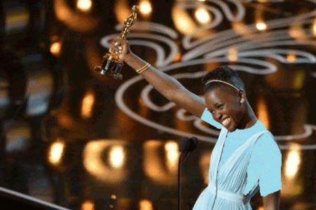 انتخاب زن سیاهپوست به عنوان زیباترین زن سال + عکس