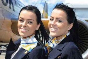 خواهران جذاب دوقلو که مهماندار هواپیما هستند + عکس