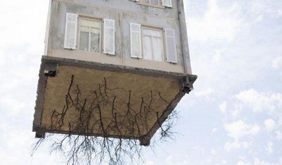 تصاویر دیدنی از خانه ای که از ریشه در آمد