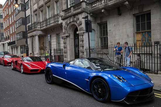 تصاویر دیدنی از خودروهای گرانقیمت اعراب در شهر لندن