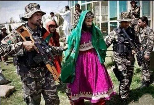 عکس های جالب از دستگیری اعضای داعش با لباس زنانه