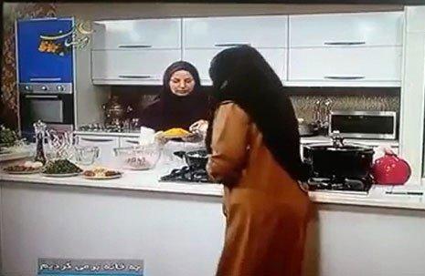 وقتی مجری تلویزیون در برنامه زنده روزه خواری کرد + عکس