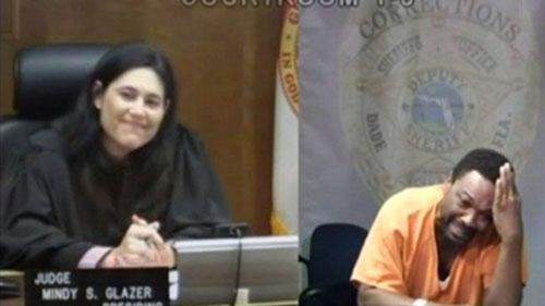 وقتی متهم و قاضی با هم آشنا در آمدند + عکس