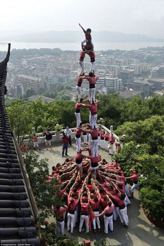 ساخت یک برج انسانی بسیار زیبا در اسپانیا