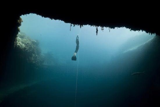 سفر شگفت انگیز به بزرگ ترین چاله آبی دنیا
