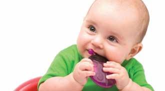 مراقبت از دندان های شیری کودکان لازم است