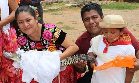 ازدواج با تمساح رسم عجیب در مکزیک + عکس