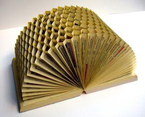 کتابی شبیه کندو زنبور عسل