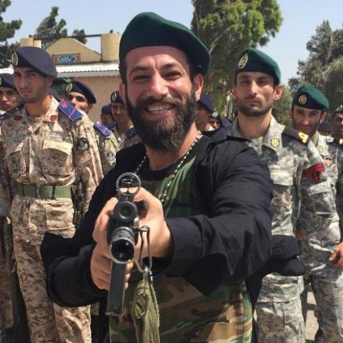عکس یادگاری عجیب امیر تتلو در یک پادگان نظامی