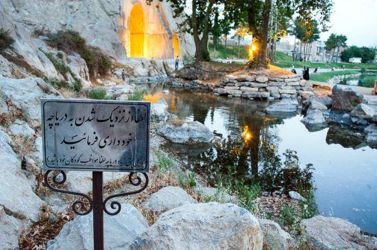 طاق بستان دوباره پر آب شد + تصاویر