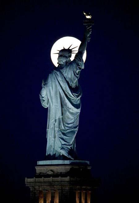 عکس های جالب از پدیده بی نظیر و کمیاب ماه آبی