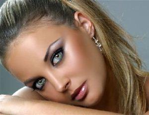 ترفند لاغر نشان دادن صورت به سبک آرایش