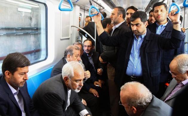 ظریف مترو اصفهان را افتتاح کرد (+عکس)