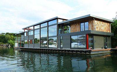 گران ترین خانه شناور بر روی آب + عکس