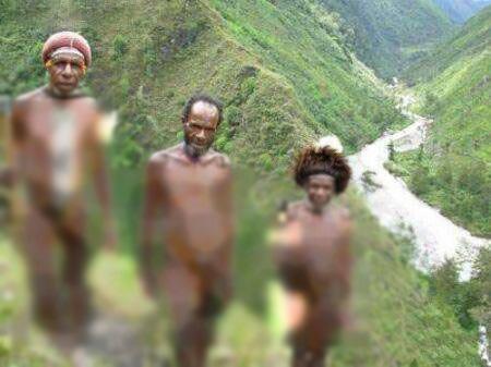 این قبیله عجیب بدون لباس زندگی میکنند (+عکس)