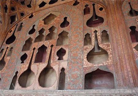 با هنرهای ارزشمند درون کاخ عالی قاپو آشنا شوید