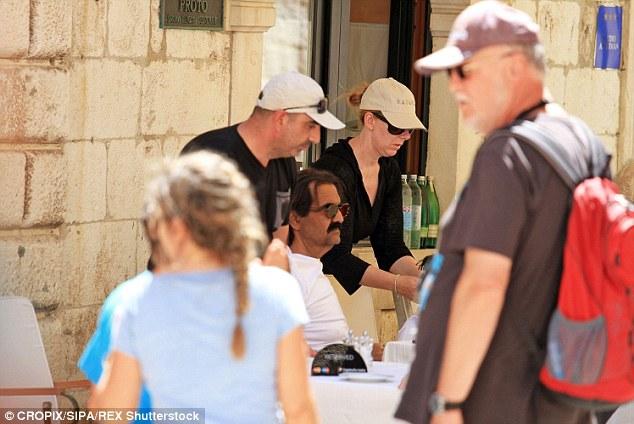 تفریح و خوشگذارنی امیر سابق قطر در اروپا (+عکس)