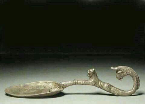 قاشقی مربوط به دوران ﻫﺨﺎﻣﻨﺸﯽ که دیگر در ایران نیست + عکس