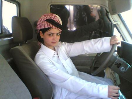 ترفند جالب زنان عربستان برای رانندگی (عکس)