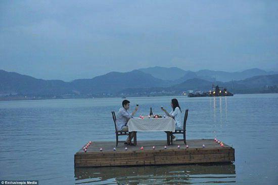 رستوران شناور و جالب برای عاشق ها + عکس