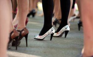 عکس های خنده دار از فستیوال دویدن مردان با کفش پاشنه بلند