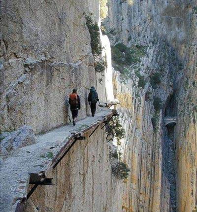 عکس های دیدنی از ترسناک ترین گذرگاه ها