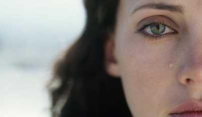 ۲۰ نشانه انسان های به شدت احساساتی