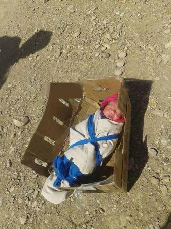 رها کردن نوزاد 2 ساله در بیابان به خاطر دختر بودنش + عکس