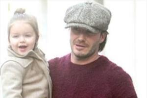دیوید بکهام به همراه دختر سه ساله اش + تصاویر