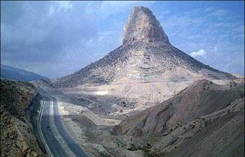 آشنایی با یک کوه مغناطیسی در استان بوشهر
