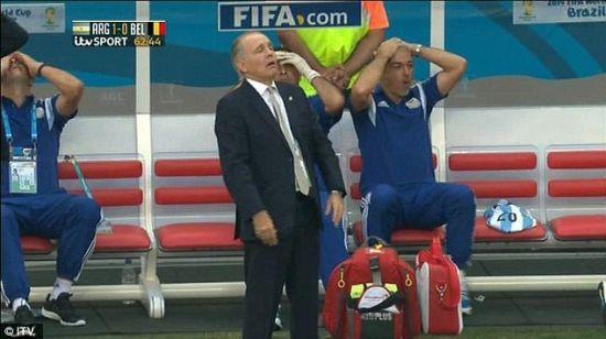 تصاویر ثبت شده از حرکت خنده دار سرمربی آرژانتین