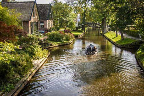 عکس های حیرت انگیز از دهکده ای در میان آب