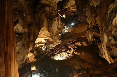 آشنایی با زیباترین غارهای مالزی ( تصویری)