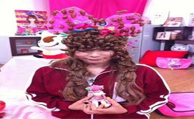 کار کثیف و عجیب این دختر با سوسک های مرده (عکس)
