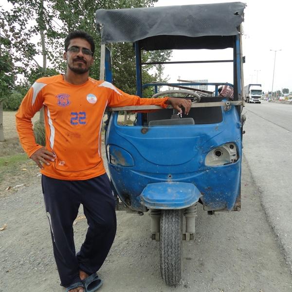 ماشین کاپیتان تیم ملی فوتسال معلولان (عکس)