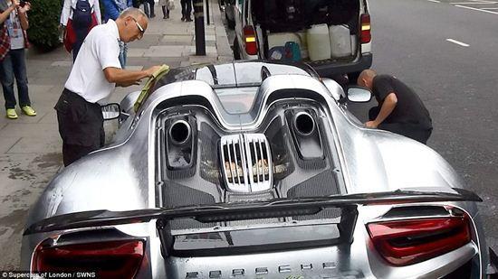 میلیونر عربستانی برای شستن پورشه اش لندن را به هم ریخت