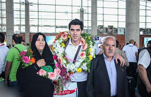 عکس های شهرام محمودی والیبالیست ملی پوش در کنار همسر و پسرش