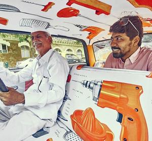 عکس های دیدنی از درون تاکسی های هند