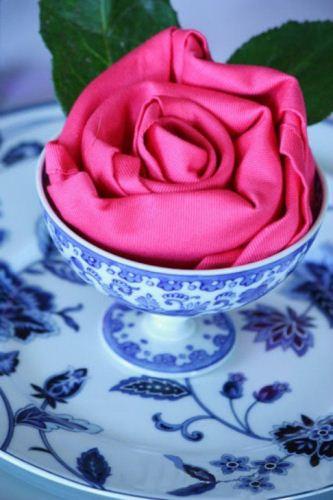 آموزش تصویری تزیین دستمال سفره به شکل گل رز