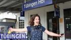 زندگی عجیب و غریب دختر 23 ساله در قطار (عکس)