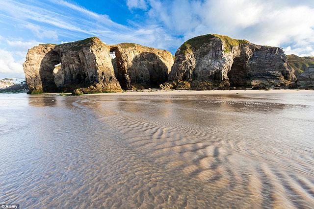 خلیج روسیلی در ولز سومین ساحل شگفت انگیز اروپا