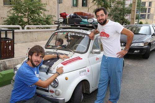 2 گردشگر ایتالیایی در کنار کودکان سرطانی محک (+عکس)