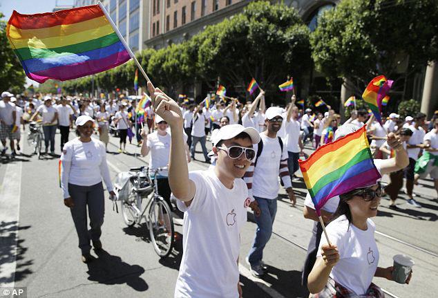 فستیوال همجنس گرایان آمریکا با حضور مدیر اپل
