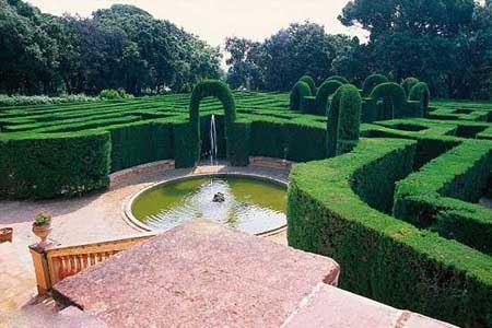 تصاویری زیبا از باغ های پیچ در پیچ جهان