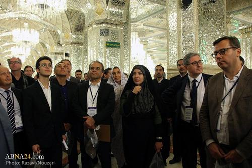 حضور سفیر فرانسه در حرم امام رضا (ع) + عکس