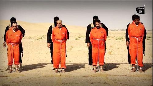 داعش 4 مرد عراقی را کباب کرد (+عکس)