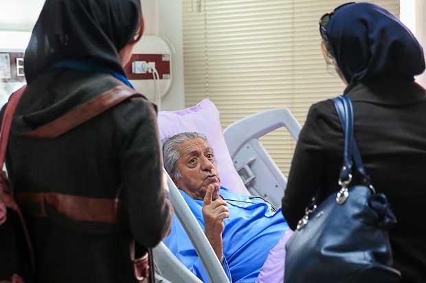 پیشکسوت بازیگری روی تخت بیمارستان + عکس