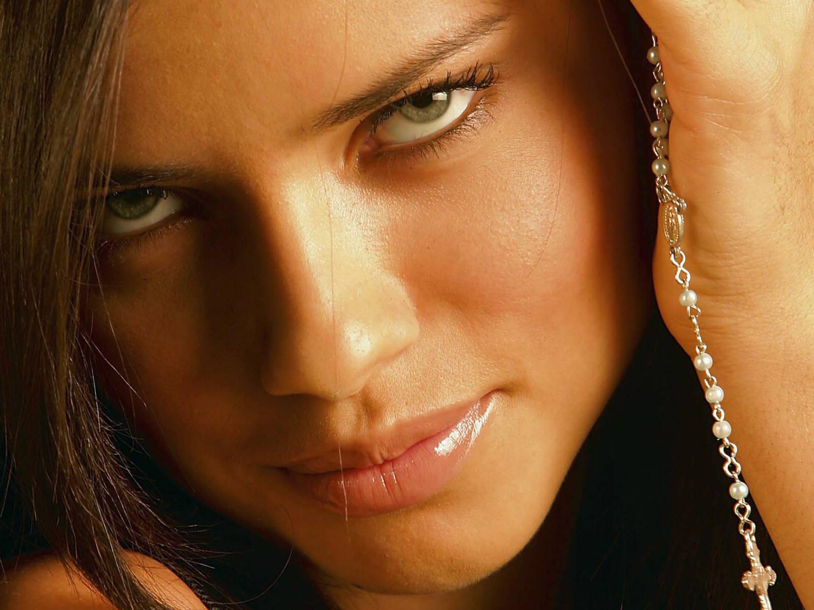 روابط نامشروع در چه زنانی بیشتر هست؟