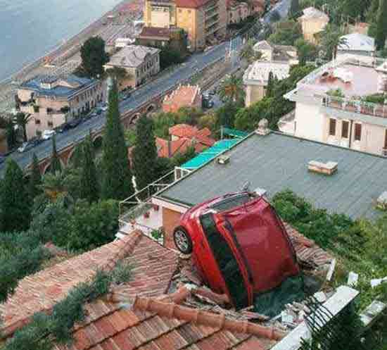 تا به حال چنین تصادفاتی را دیده بودید؟ (تصویری)